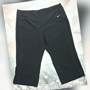 Nike black capri workout pants